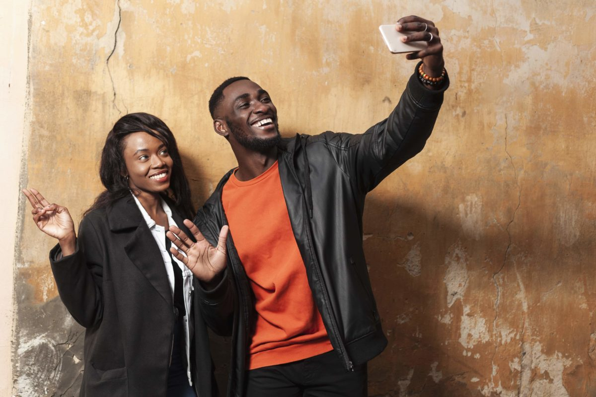 selfie avec des inconnus